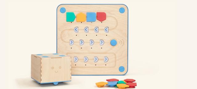 Aprendre a programar sense pantalles, ni números, ni lletres amb Cubetto